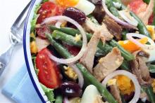 Салат нисуаз с бобами